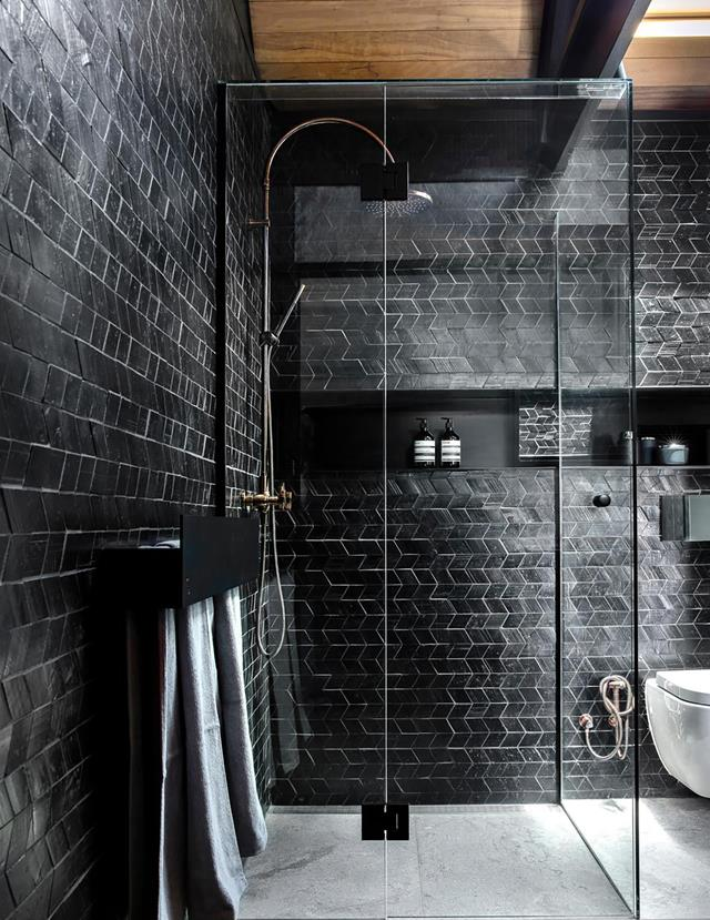 Black is the new Black 6+1 ιδέες για να αποκτήσεις το απόλυτο μαύρο μπάνιο που θα λατρέψεις